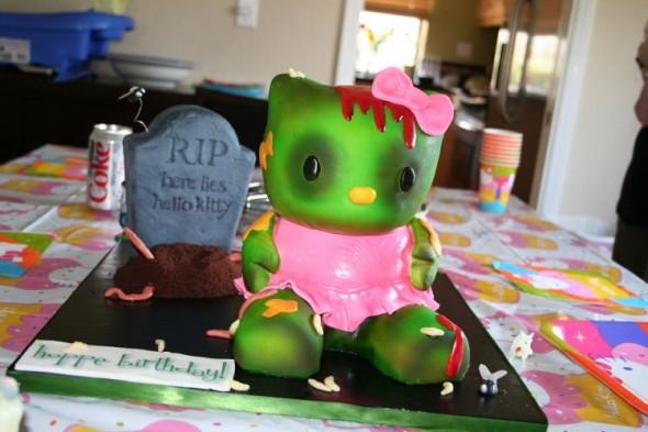 Фото тортика-зомби Hello Kitty.