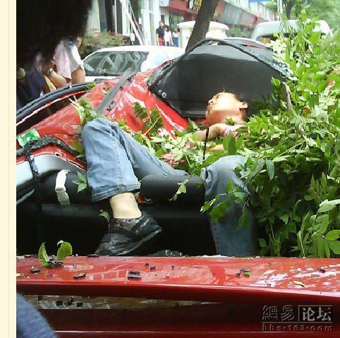 Китаянка упала с 27 этажа