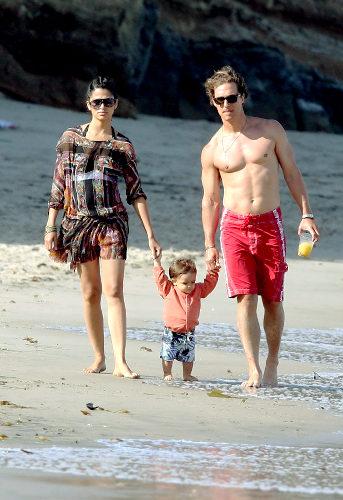 Мэтью МакКонахи с женой Камилой и сыном Лэви