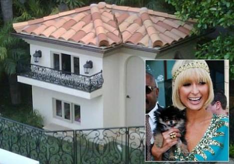 Пэрис Хилтон показала свой особняк для животных