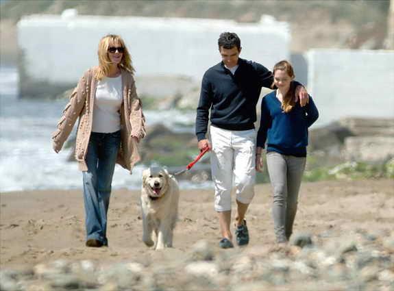 Антонио Бандерас, Мэлани Гриффит, их дочь Эстела и их собака