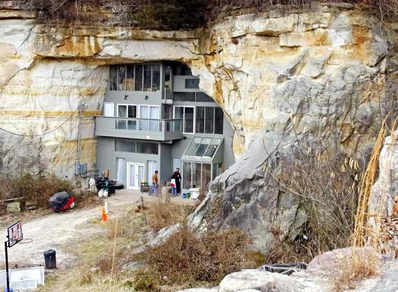 Сумасшедший пещерный дом, Миссури