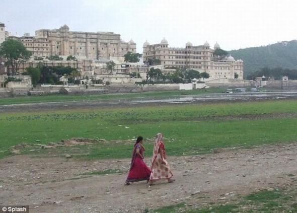 Индийский дворец на воде