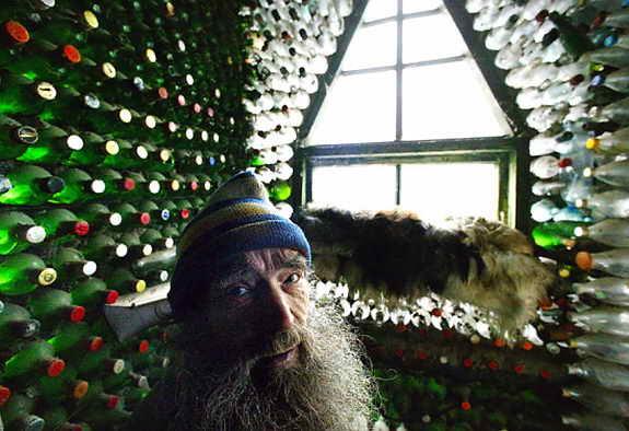 Сумасшедший дом из пустых бутылок Владимира Мичкова