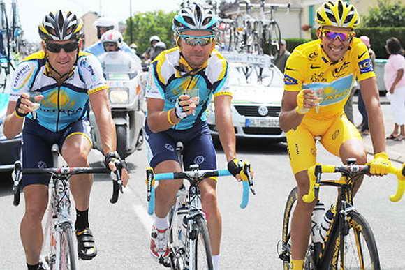 Альберто Контадор и Лэнс Армстронг празднуют победу