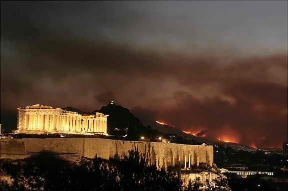 В Греции бушуют пожары, которые уже подошли к Акрополису