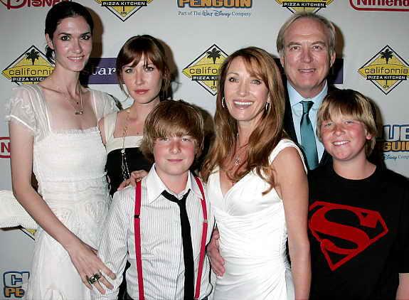 Актриса Джейн Сеймур в окружении всех своих детей и последнего мужа