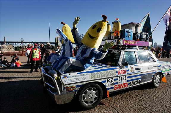 """Команда """"Бананны в Пижамах"""" (Bananas in Pyjamas) участвует в благотворительной кампании Variety Bash 2009"""