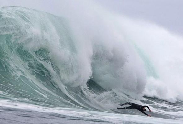 big_wave_surfing_12