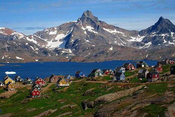 Яркие дома в Тазилак, Гринландия