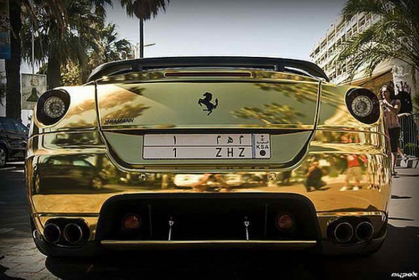 золотая ferrari