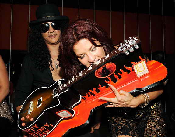 гитарист Слэш с женой Перлой Хадсон