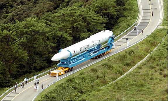 В Южной Корее везут для запуска первую космическую ракету KSLV-1