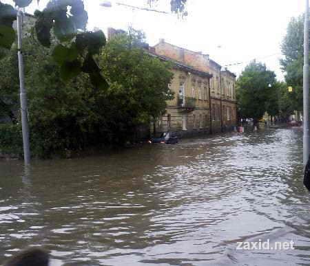 Сегодня во Львове прошел страшный ураган