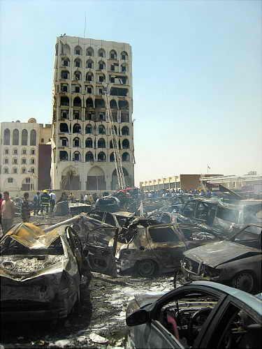 Пострадавшие от взрыва в Багдаде автомобили