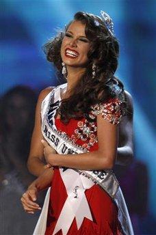 Мисс Вселенная 2009 Стефания Фернандез празднует победу