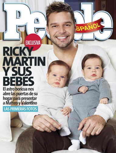 Певец Рики Мартин с близнецами от суррогатной матери