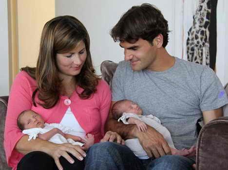 Роже Фэдэрэр с женой Миркой и новорожденными Шарлин Рива и Мила Роуз
