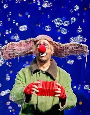 """В Мельбурне, Австралия в Театре Атеней показали новое смешное представление """"Снежное шоу Славы"""" (""""Slava's Snowshow"""" )"""