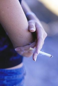 Курение в среднем возрасте вызывает риск заболевания слабоумием