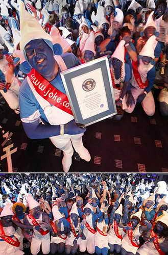 Мировой рекорд по самому большому количесву людей, одетых как персонаж Смерф
