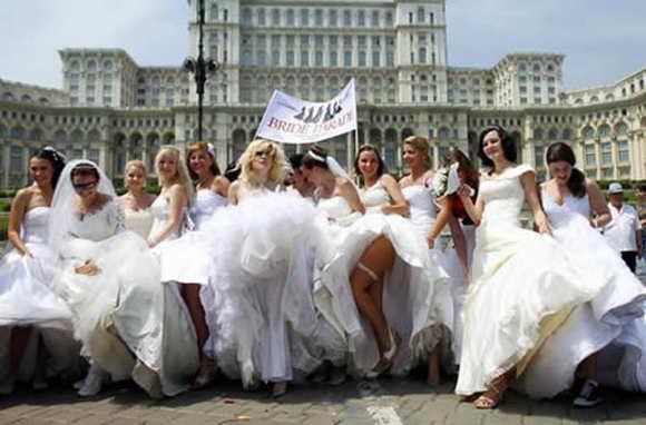 Самый большой парад невест в мире