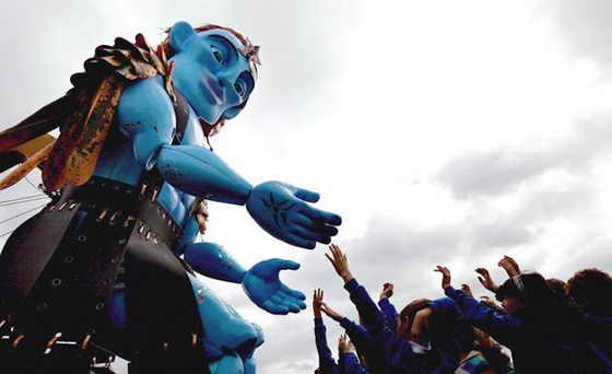 В Шотландии создали 8-метрового игрушечного великана, который стал символом Фестиваля искусств