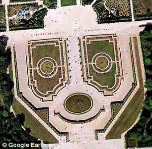 Земли в Версале выглядят как настоящий робот