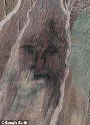 Песочные дюны в Перу выглядят как Иисус Христос