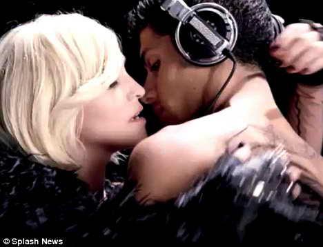 Мадонна сняла новый эротичный клип на сингл «Celebration»