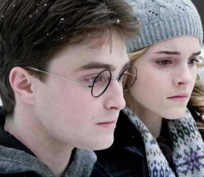 """Продолжение долгожданной саги """"Гарри Поттер и роковые мощи: Часть 1"""" (""""Harry Potter and the Deathly Hallows: Part 1"""") появится в кинотеатрах 19-го ноября 2010 года, вторая и завершающая часть выйдет в 2011 году"""