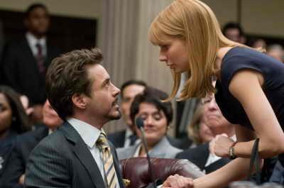 """""""Железный человек 2"""" (""""Iron Man 2"""") с Робертом Дауни младшим в главной роли выходит на экраны 7-го мая 2010 года. В супергеройском сиквеле плохих сыграют Мики Рурк и Скарлет Йоханнсон"""