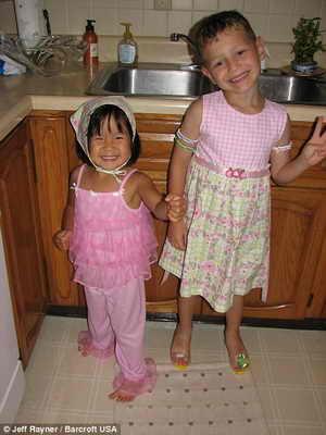 Джозеф Ромеро с сестрой Джейд во время перевоплощения в девочку Джоси