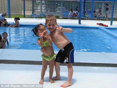 Джозеф Ромеро с сестрой Джейд до перевоплощения в девочку Джоси