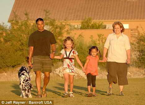 Счастливая семья: Джоси и Джейд с любящими родителями Джозефом и Венессией