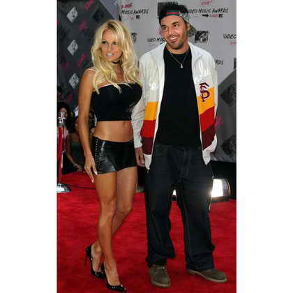 Памела Андерсон и фотограф и видео режиссер Дэвид ЛяШапель на награждении MTV Video Music Awards в 2003 году в Radio City Music Hall в Нью Йорке
