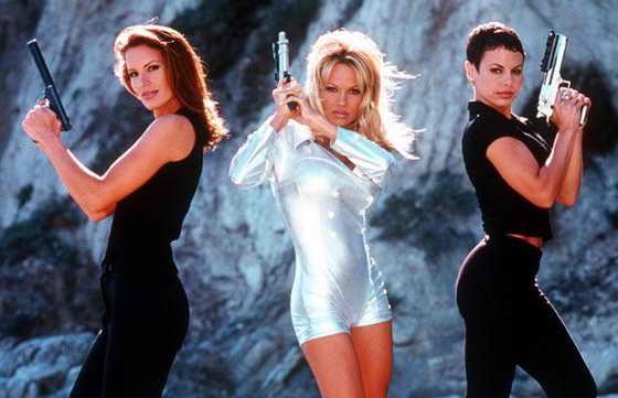 """В 1998 году Памела Андерсон снялась в успешном сериале """"VIP"""", добавив юмористическую сторону своему образу"""