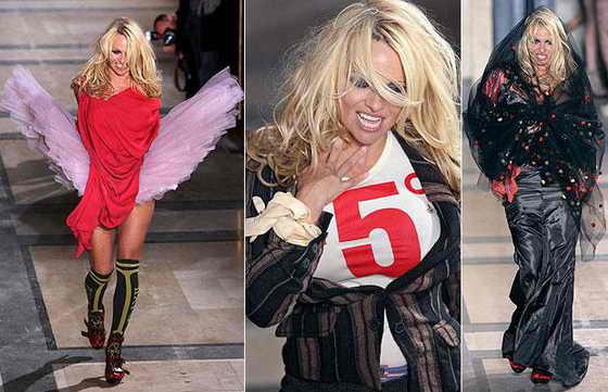 Памела Андерсон в роли модели на показе модельера Vivienne Westwood в Париже ранее в 2009 году
