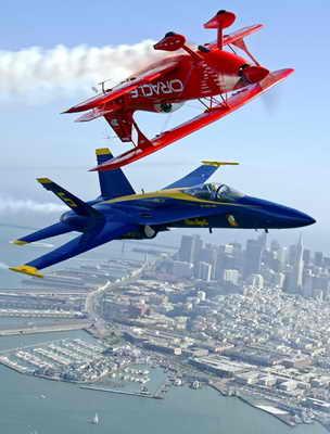 Два самолета пролетели друг над другом