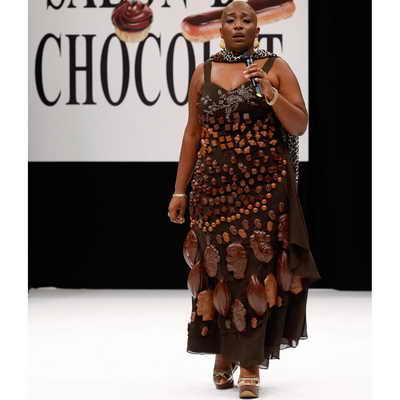 Шоколадная мода от французской певицы Доминик Маглуар