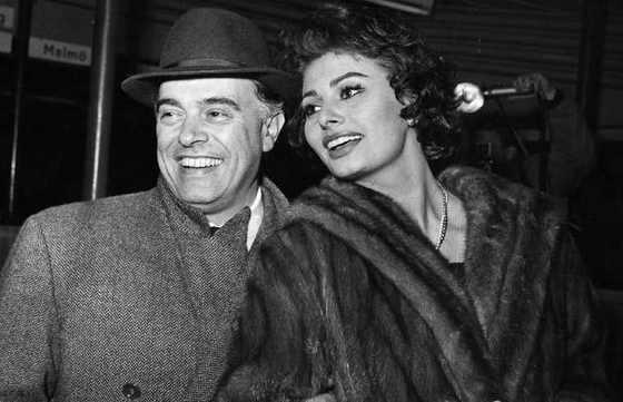 Софи Лорен с мужем, итальянским режиссером Карло Понти, в 1958 году