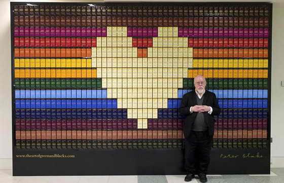 Легендарный художник сэр Питер Блейк сделал коллаж с использованием шоколадных плиток