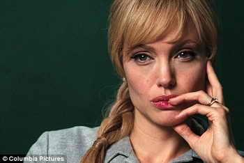 "Анджелина Джоли: ""Salt"""