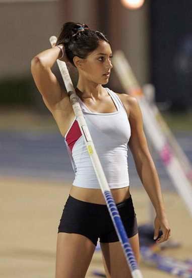 Мини шорты и топ для легкой атлетики