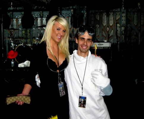 Какая же вечеринка Playboy без красивых девушек и тем более блондинок?!
