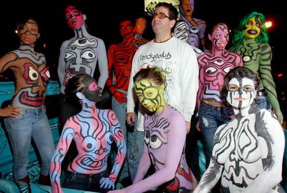 Художник Энди Голуб (Andy Golub) раскрасил моделей на Параде Хэллоуин New York City Village Halloween Parade 2009