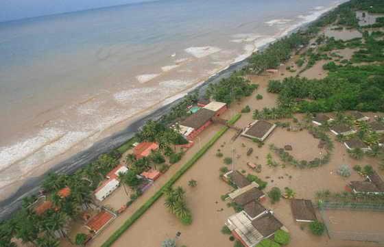 Воздушные фотографии затопленной территории в Ла Коста-де-Эль-Соль, в 66 км к югу от Сан-Сальвадора