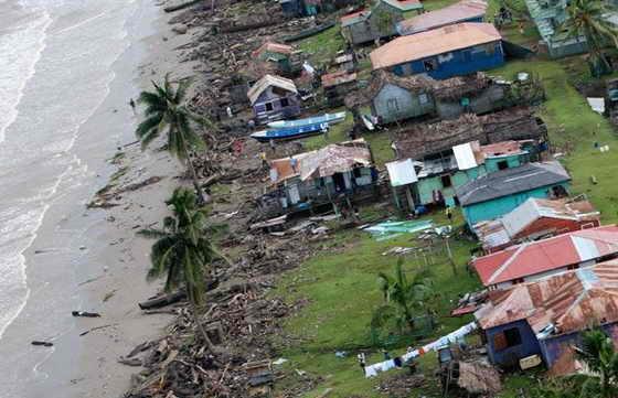 В других районах Сальвадора: жертвы были погребены под оползнями или унесены бушующими реками