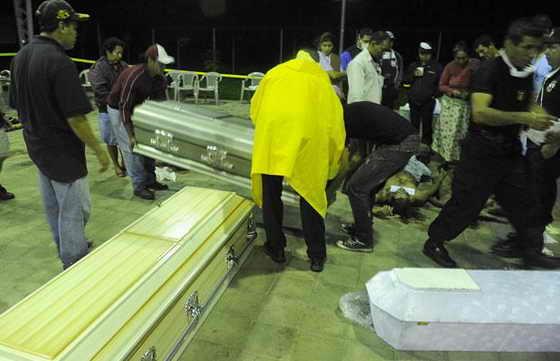 Погибло по крайней мере 124 человека и более 60 считаются пропавшими без вести