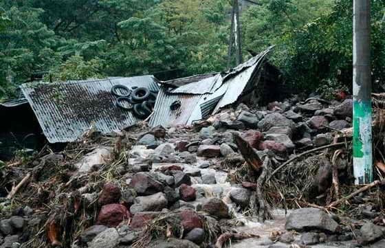 Разрушения повсюду... По меньшей мере 23 человека погибли и 60 пропали без вести в городе Верапас